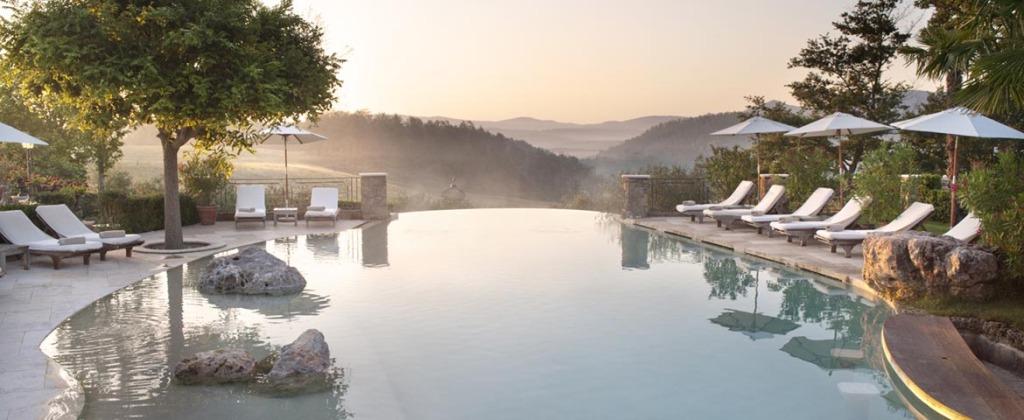 italy-tuscany-borgo-santo-pietro-swimmin7